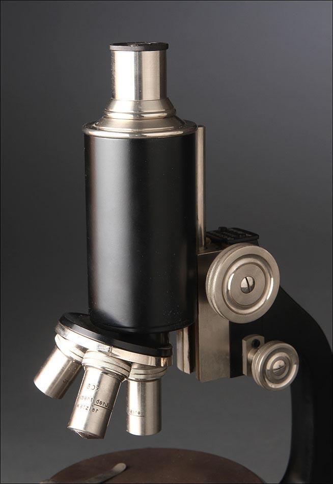 fant stico microscopio alem n de los a os 50 en perfecto estado de funcionamiento estuche original. Black Bedroom Furniture Sets. Home Design Ideas
