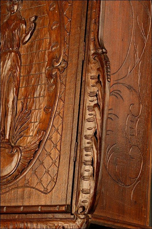 Botiquin Para Baño Antiguo:Antiguo Botiquín del Siglo XIX en Madera Maciza Tallada a Mano